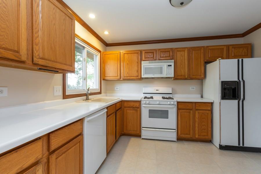 Real Estate Photography - 19 Walnut Ln, Algonquin, IL, 60102 - Kitchen