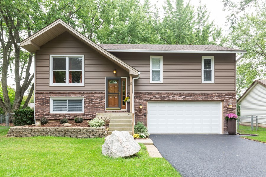 Real Estate Photography - 19 Walnut Ln, Algonquin, IL, 60102 - Front View