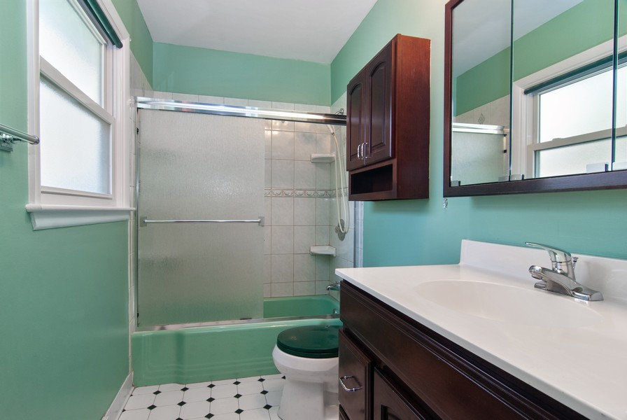 Real Estate Photography - 5805 Clover Dr, Lisle, IL, 60532 - Master Bathroom