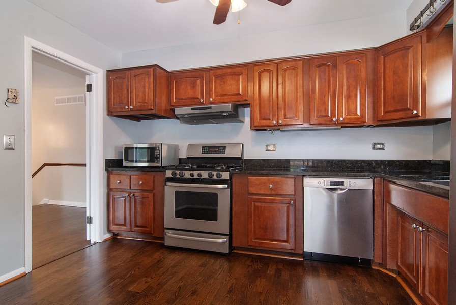 Real Estate Photography - 5805 Clover Dr, Lisle, IL, 60532 - Kitchen