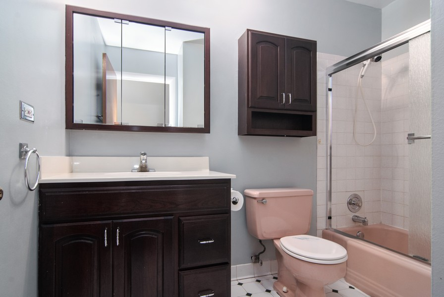 Real Estate Photography - 5805 Clover Dr, Lisle, IL, 60532 - Bathroom