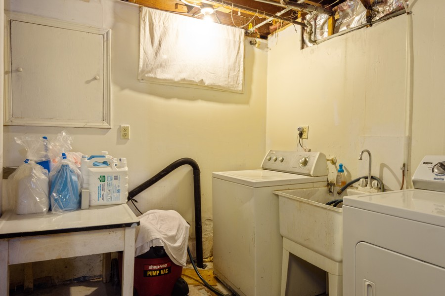 Real Estate Photography - 636 North Hough St, Barrington, IL, 60010 - Laundry Room