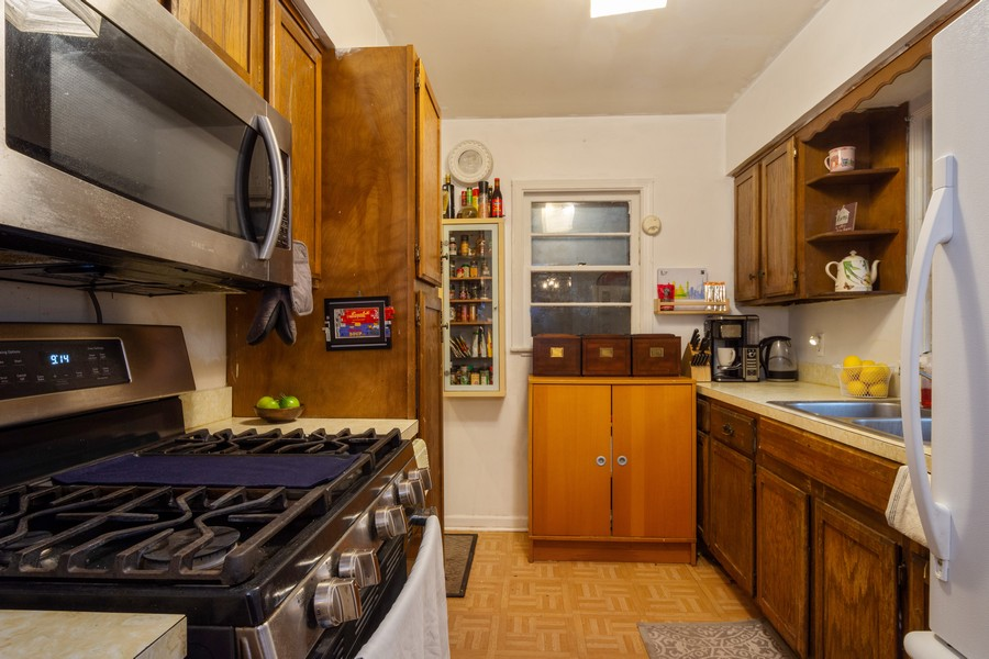 Real Estate Photography - 636 North Hough St, Barrington, IL, 60010 - Kitchen