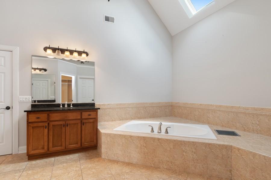 Real Estate Photography - 11674 Liberty Ln, Plainfield, IL, 60585 - Master Bathroom