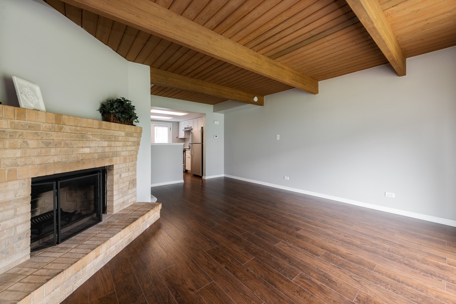 Real Estate Photography - 434 Meadow Green Ln, 434, Round Lake Beach, IL, 60073 - Living Room