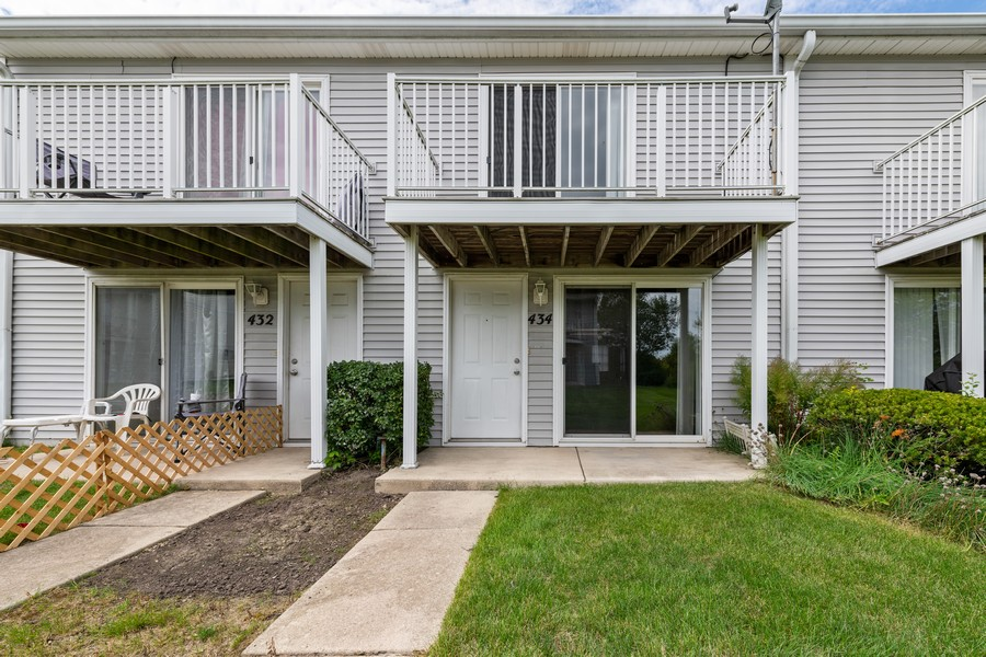 Real Estate Photography - 434 Meadow Green Ln, 434, Round Lake Beach, IL, 60073 - Front View