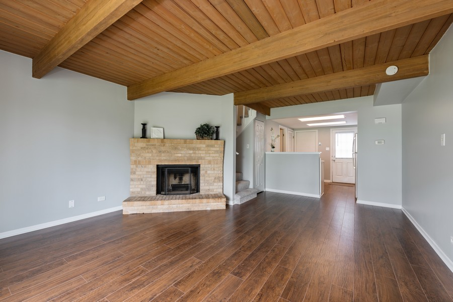 Real Estate Photography - 434 Meadow Green Ln, 434, Round Lake Beach, IL, 60073 - Living Room / Dining Room