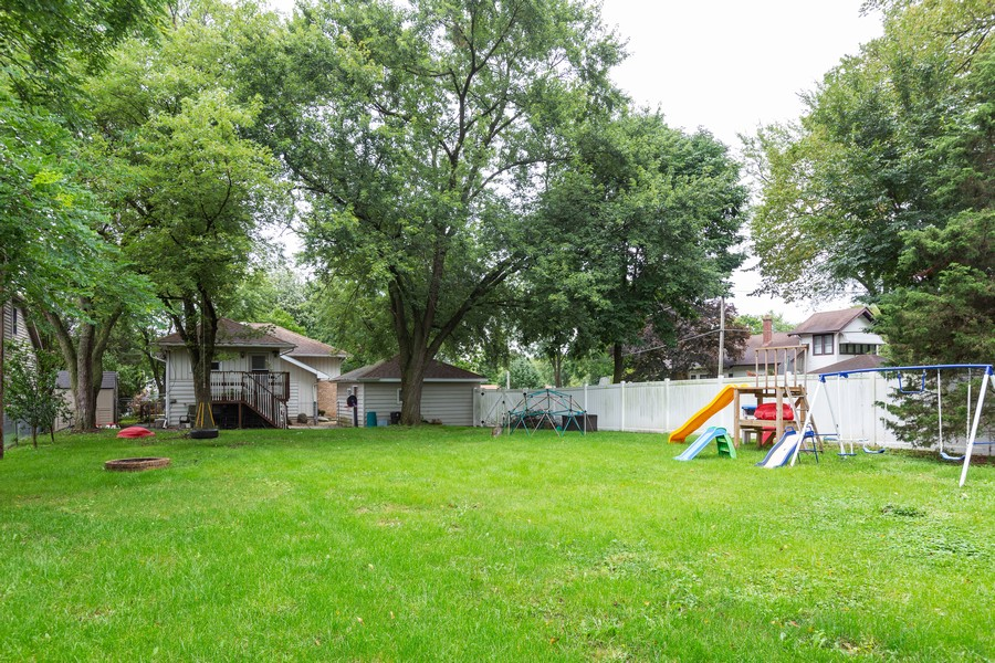 Real Estate Photography - 4750 Pershing Ave, Downers Grove, IL, 60515 - Back Yard