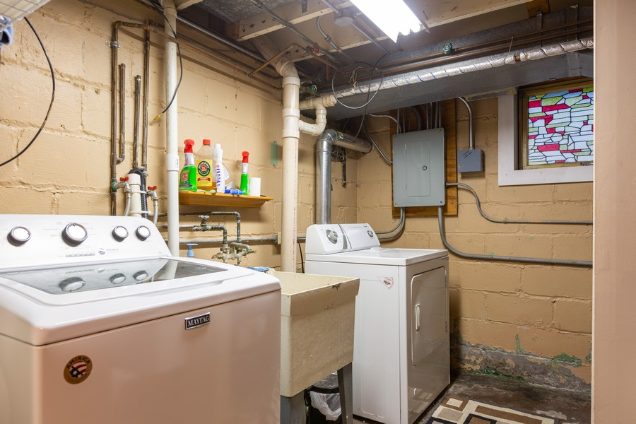 Real Estate Photography - 4750 Pershing Ave, Downers Grove, IL, 60515 - Laundry Room