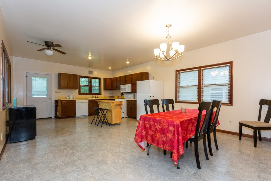 Real Estate Photography - 4750 Pershing Ave, Downers Grove, IL, 60515 - Kitchen