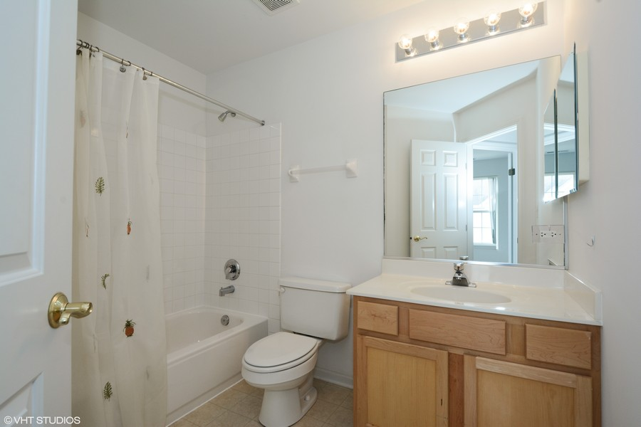 Real Estate Photography - 54 East Clare Ct, Palatine, IL, 60067 - Hallway full bath