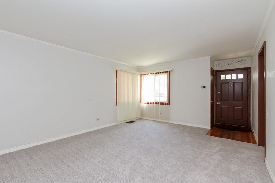Real Estate Photography - 12536 South Elizabeth St, Calumet Park, IL, 60827 - Living Room