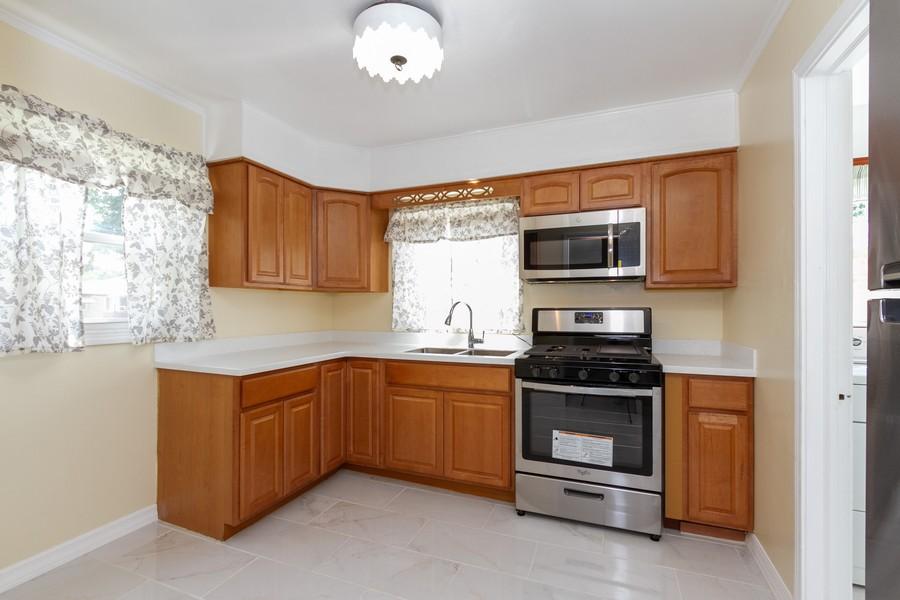 Real Estate Photography - 12536 South Elizabeth St, Calumet Park, IL, 60827 - Kitchen