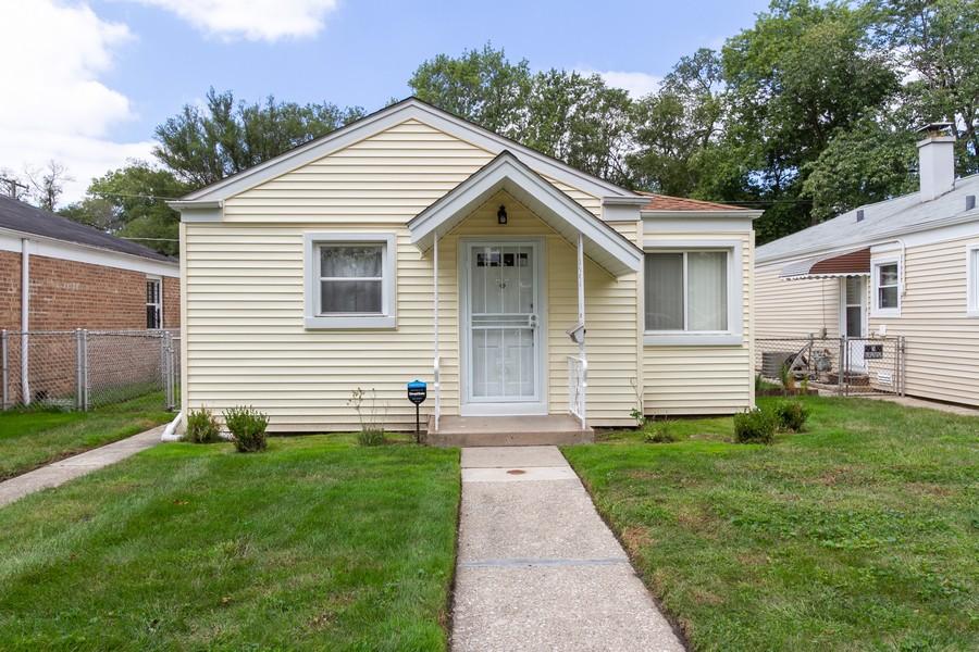 Real Estate Photography - 12536 South Elizabeth St, Calumet Park, IL, 60827 - Front View
