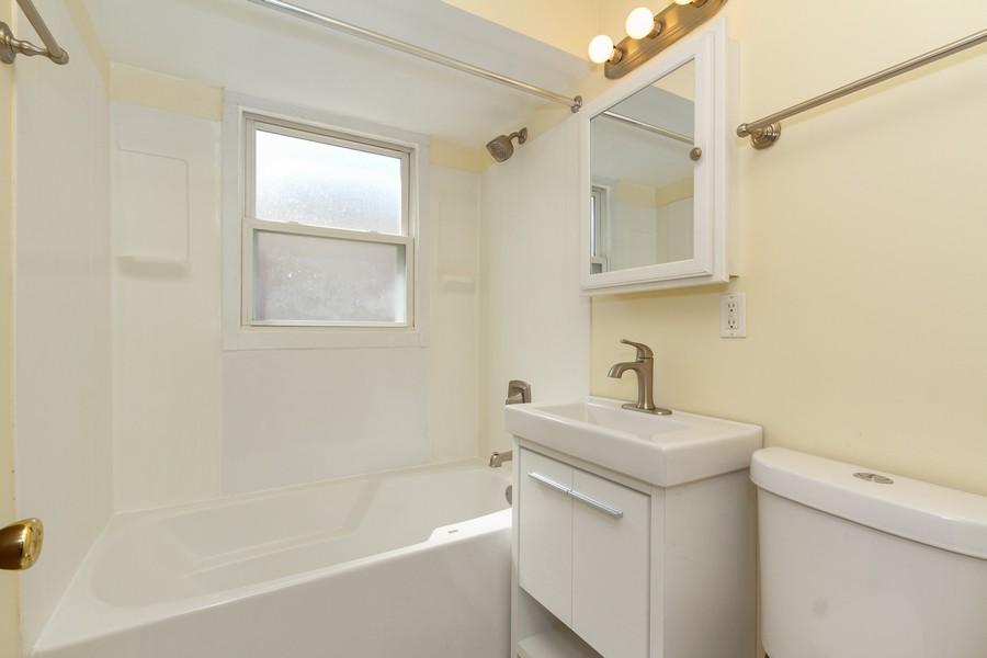Real Estate Photography - 12536 South Elizabeth St, Calumet Park, IL, 60827 - Bathroom