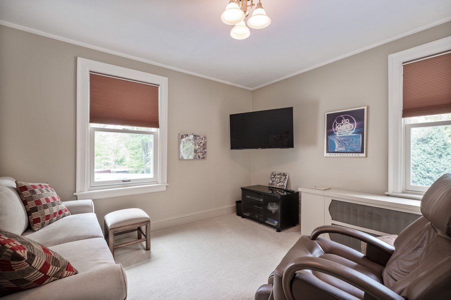 Real Estate Photography - 388 Beech St, Highland Park, IL, 60035 - Sitting Room