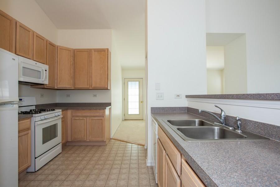 Real Estate Photography - 2570 Golf Ridge Cir, 2570, Naperville, IL, 60563 - Kitchen