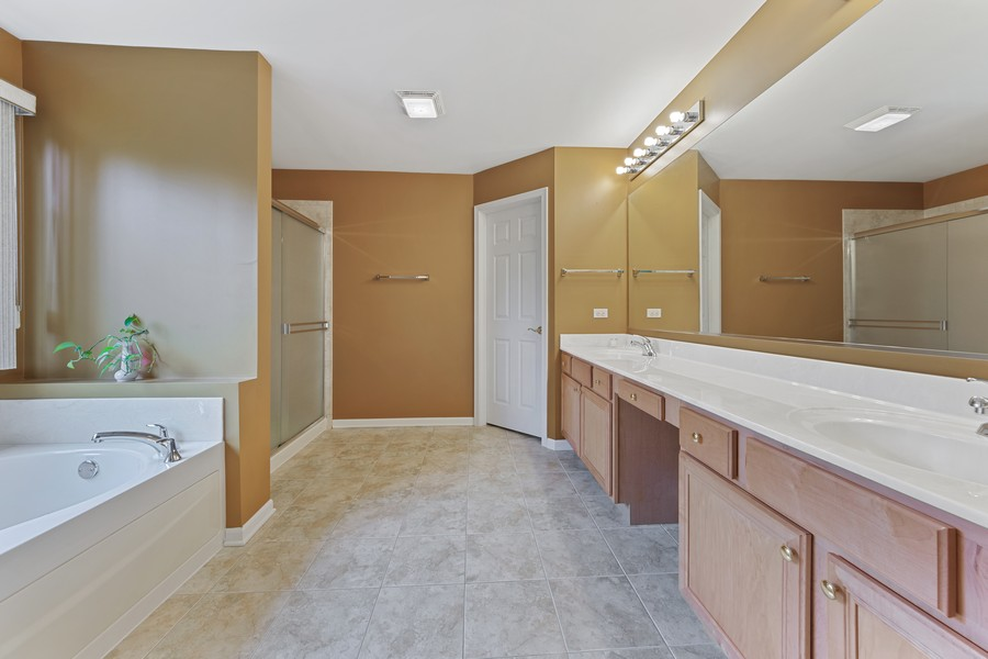 Real Estate Photography - 1710 North Woods Way, Vernon Hills, IL, 60061 - Master Bathroom