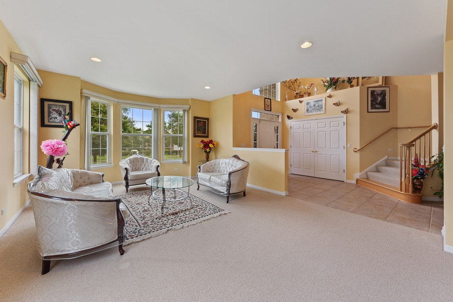 Real Estate Photography - 1710 North Woods Way, Vernon Hills, IL, 60061 - Foyer/Living Room