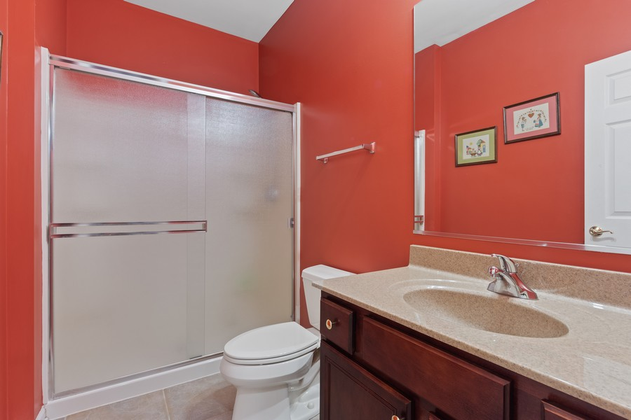 Real Estate Photography - 1710 North Woods Way, Vernon Hills, IL, 60061 - Powder Room
