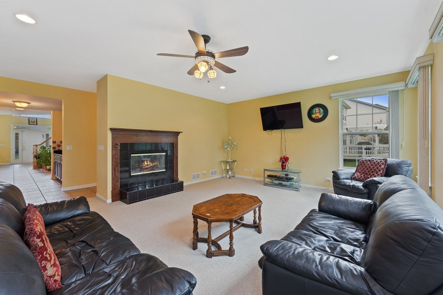 Real Estate Photography - 1710 North Woods Way, Vernon Hills, IL, 60061 - Family Room