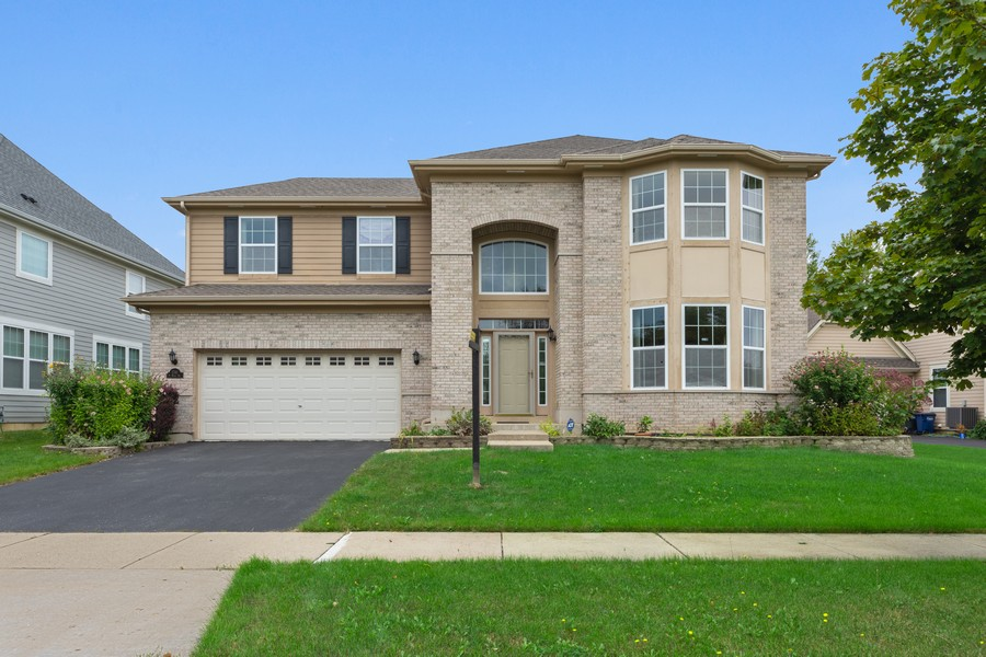 Real Estate Photography - 1710 North Woods Way, Vernon Hills, IL, 60061 - Front View