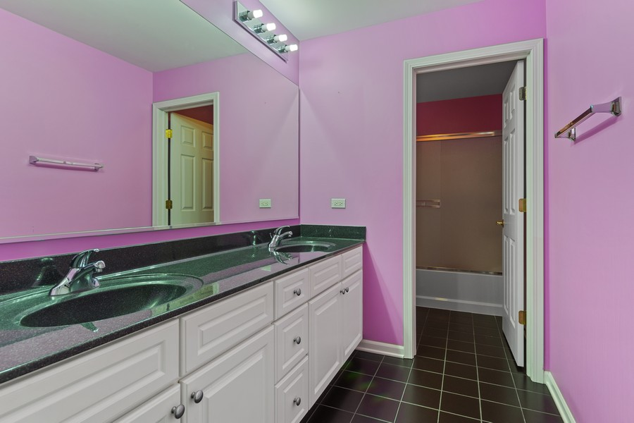 Real Estate Photography - 1710 North Woods Way, Vernon Hills, IL, 60061 - 2nd Bathroom