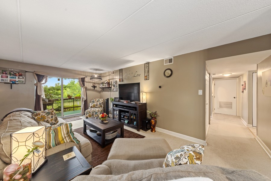 Real Estate Photography - 502 Redondo Dr, 106, Downers Grove, IL, 60516 - Living Room