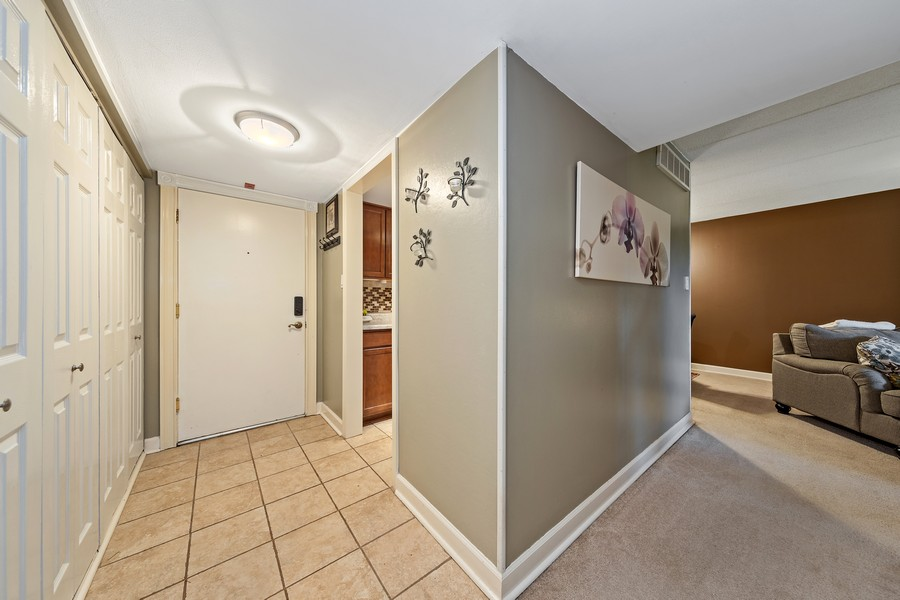 Real Estate Photography - 502 Redondo Dr, 106, Downers Grove, IL, 60516 - Foyer