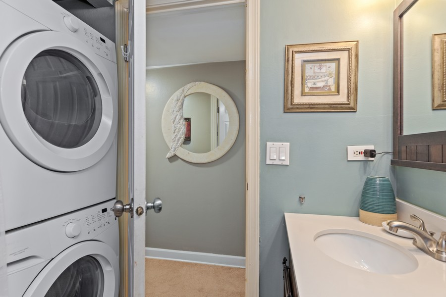 Real Estate Photography - 502 Redondo Dr, 106, Downers Grove, IL, 60516 - Bathroom