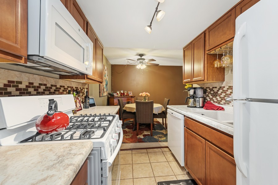 Real Estate Photography - 502 Redondo Dr, 106, Downers Grove, IL, 60516 - Kitchen
