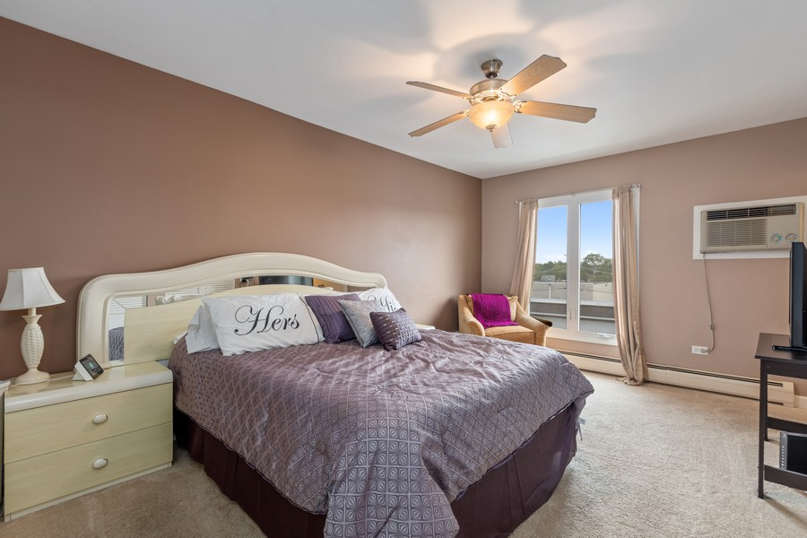 Real Estate Photography - 4250 Saratoga Ave, L301, Downers Grove, IL, 60515 - Master Bedroom
