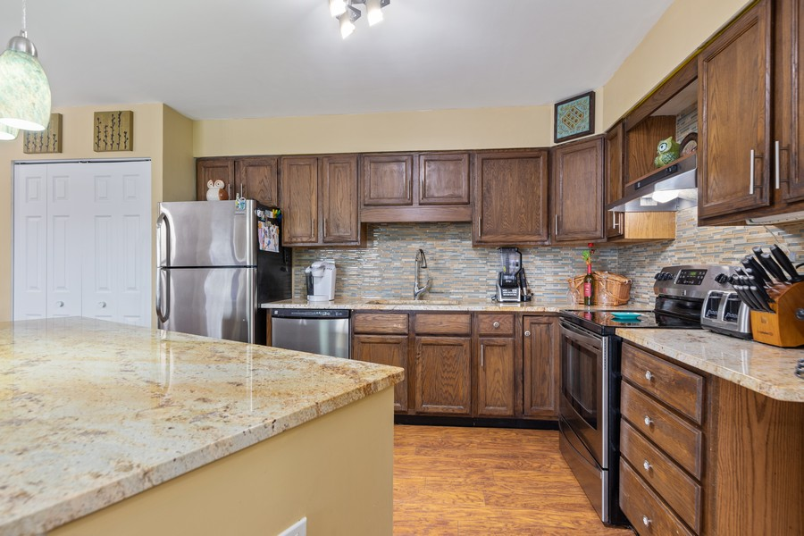 Real Estate Photography - 4250 Saratoga Ave, L301, Downers Grove, IL, 60515 - Kitchen