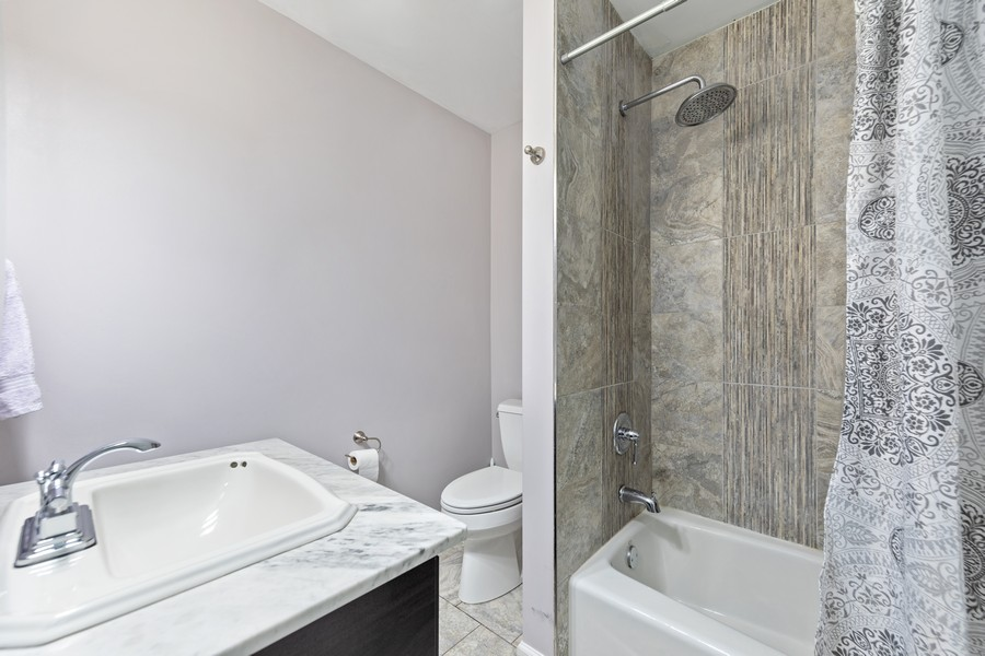 Real Estate Photography - 4250 Saratoga Ave, L301, Downers Grove, IL, 60515 - Bathroom
