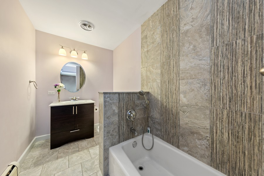 Real Estate Photography - 4250 Saratoga Ave, L301, Downers Grove, IL, 60515 - 2nd Bathroom