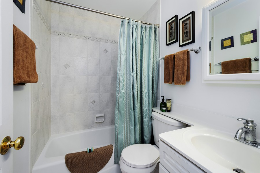 Real Estate Photography - 426 North Deer Trail Dr, C, Lake Barrington, IL, 60010 - 2nd Bathroom