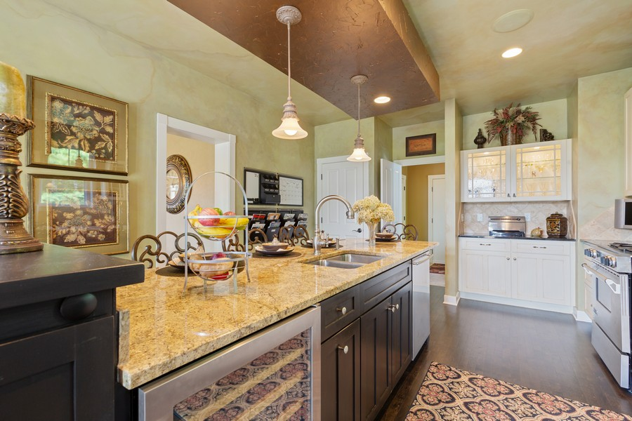 Real Estate Photography - 1347 Osage Orange Rd, Grayslake, IL, 60030 - Kitchen