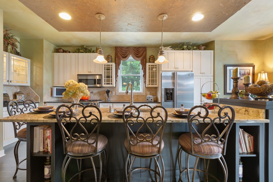 Real Estate Photography - 1347 Osage Orange Rd, Grayslake, IL, 60030 - Breakfast Area