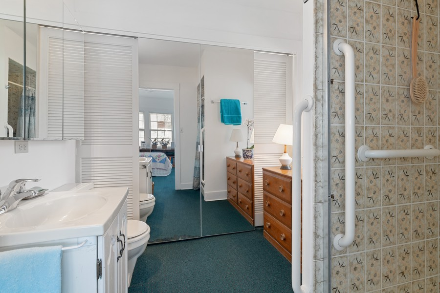 Real Estate Photography - 589 Lincoln Ave, Winnetka, IL, 60093 - Master Bathroom