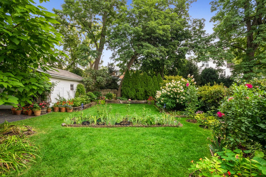 Real Estate Photography - 589 Lincoln Ave, Winnetka, IL, 60093 - Back Yard