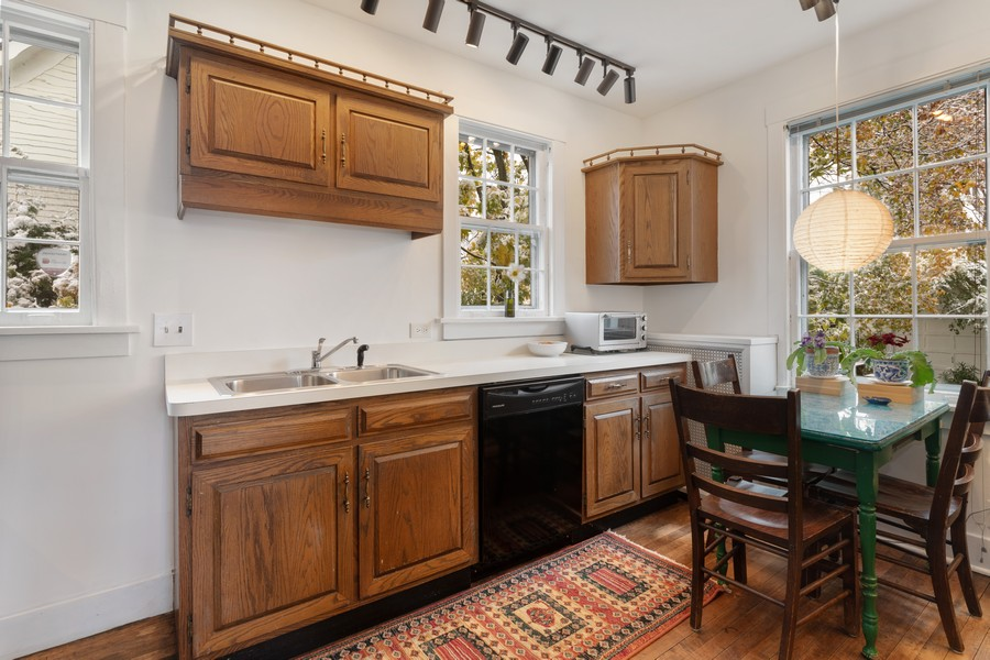 Real Estate Photography - 589 Lincoln Ave, Winnetka, IL, 60093 - Kitchen