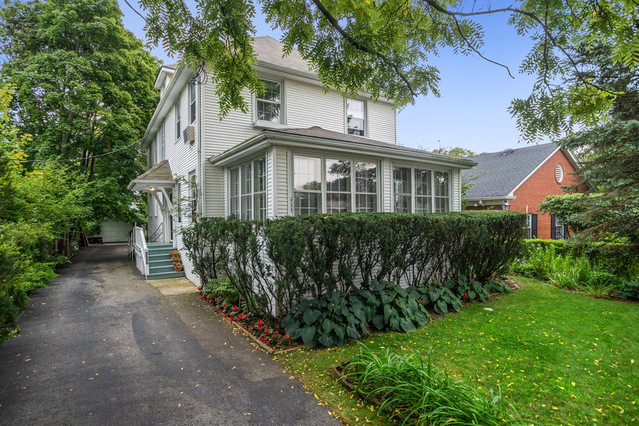 Real Estate Photography - 589 Lincoln Ave, Winnetka, IL, 60093 - Front View