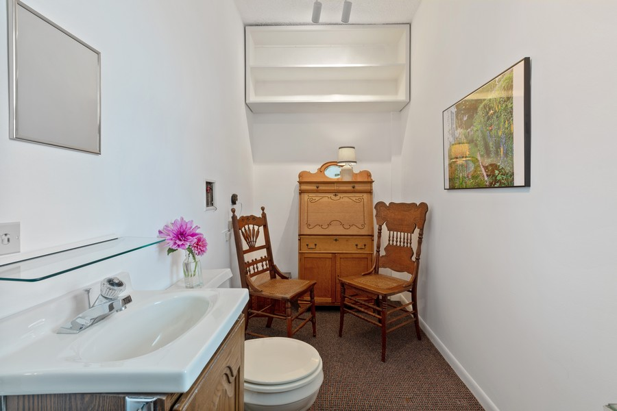 Real Estate Photography - 589 Lincoln Ave, Winnetka, IL, 60093 - Half Bath