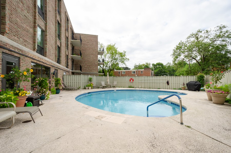 Real Estate Photography - 134 Green bay rd, Winnetka,, IL, 60093 - Pool