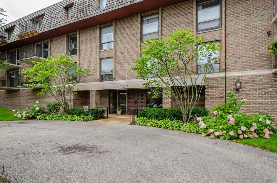 Real Estate Photography - 134 Green bay rd, Winnetka,, IL, 60093 - Front View