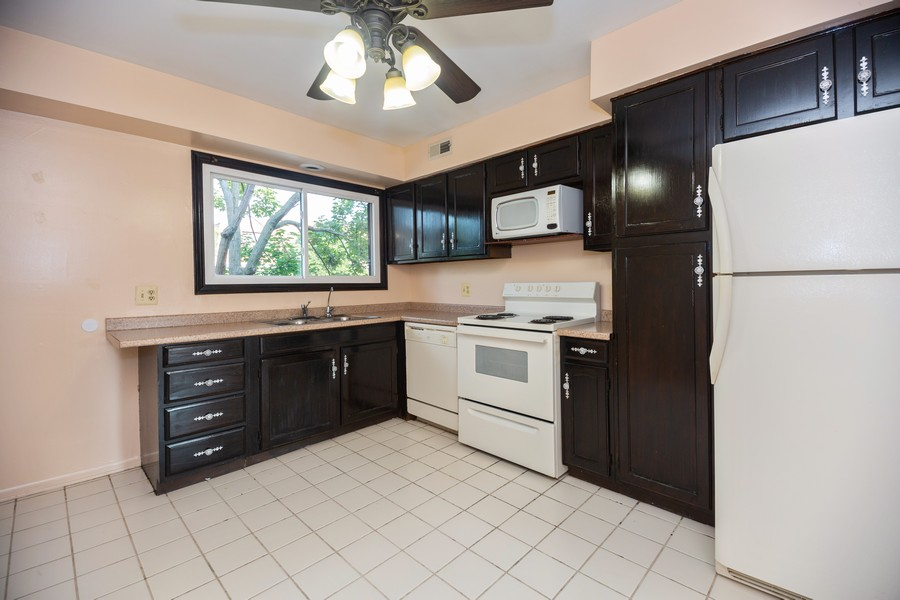 Real Estate Photography - 4178 Cove Ln, Glenview, IL, 60025 - Kitchen