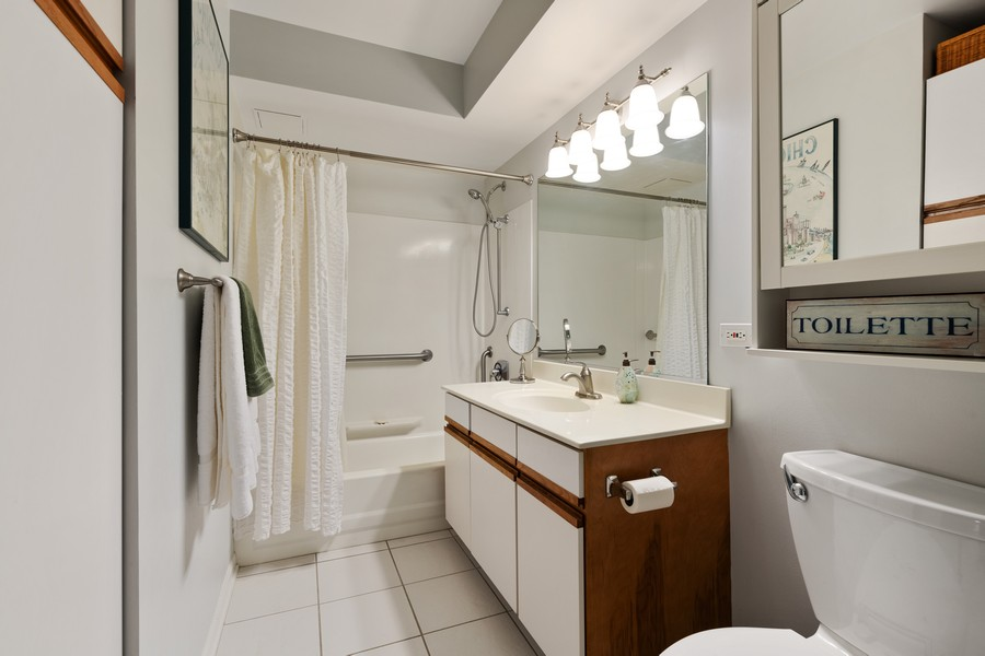 Real Estate Photography - 1220 Depot St, 416, Glenview, IL, 60025 - Bathroom