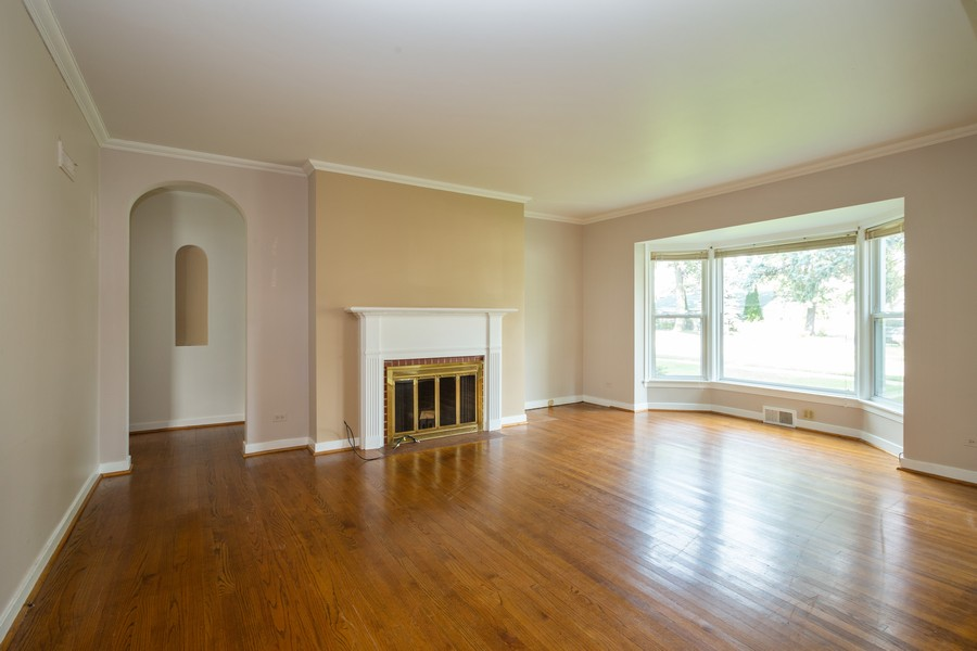 Real Estate Photography - 178 East Potter St, Wood Dale, IL, 60191 - Living Room