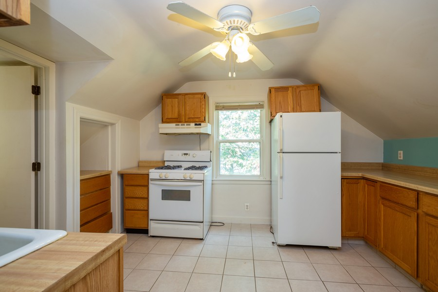 Real Estate Photography - 178 East Potter St, Wood Dale, IL, 60191 - Kitchen