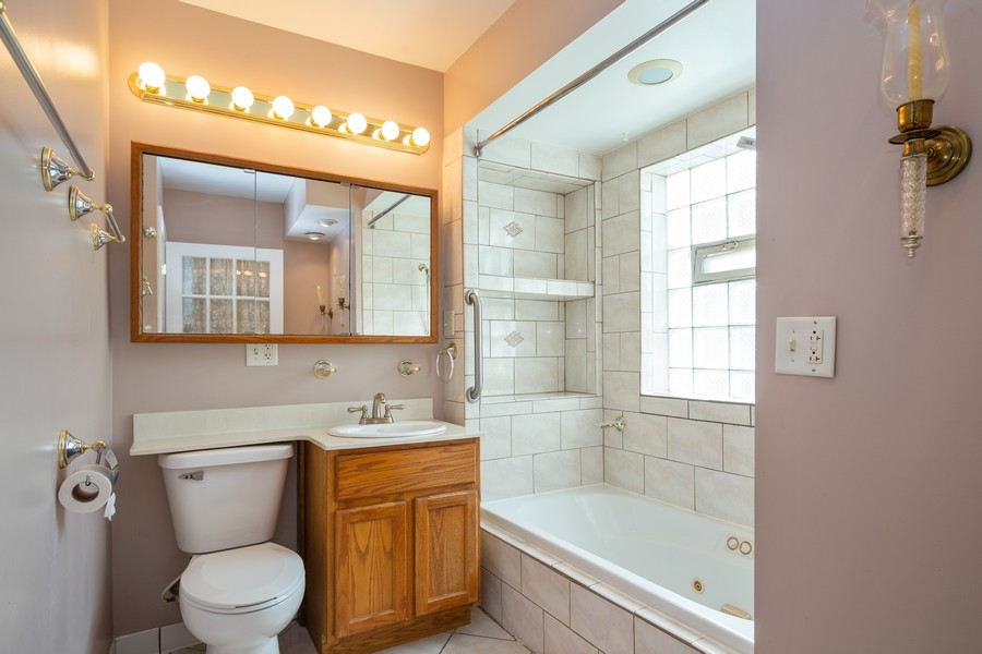 Real Estate Photography - 178 East Potter St, Wood Dale, IL, 60191 - Bathroom